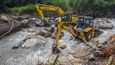 Maquinaria de la MDE Realiza Trabajos de Enrocado y Encauzamiento del Río Cocabambilla