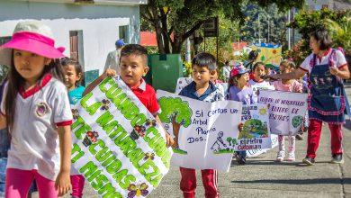 Estudiantes realizan pasacalle de sensibilización para proteger el medio ambiente
