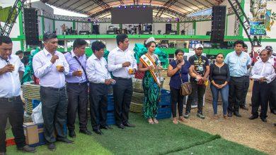 Premian a productores ganadores en feria de Echarati