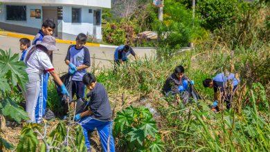 Estudiantes de Echarati participan en limpieza de rio Aputinya