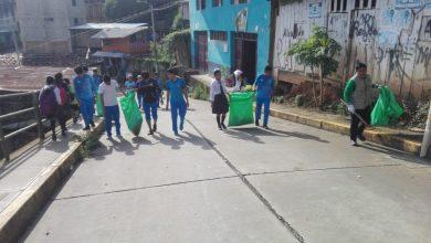 Alumnos de Kepashiato participan en campaña de recojo de inservibles
