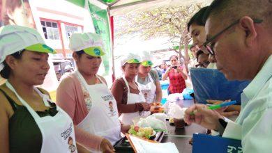 Madres de familia en Echarati participan en concursos hemogastronomicos para prevenir anemia