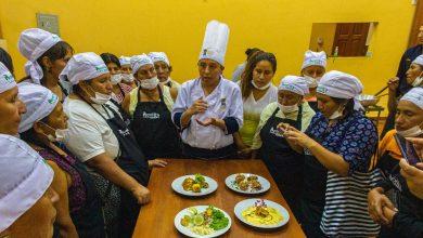Asociaciones de gastronomía de Echarati se capacitan en calidad de servicio